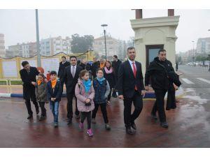 Çanakkale Boğazı kapalı olmasına rağman öğrenciler feribota bindirildi
