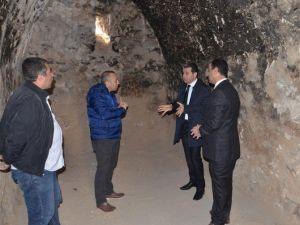Vali Çelik, Mor Kuryakos Manastırını İnceledi