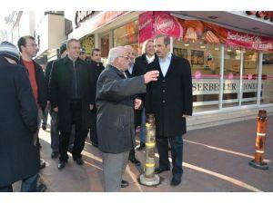 İzmit Belediyesi Mahalle Gezilerini Sürdürüyor