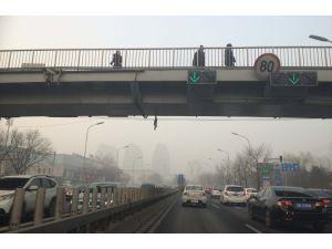 Pekinli sürücüler kırmızı alarm dinlemedi