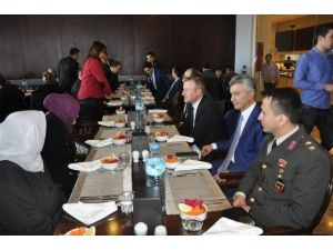Afyonkarahisar İl Jandarma Alay Komutanlığı'ndan Şehit Ve Gazi Aileleri Onuruna Yemek
