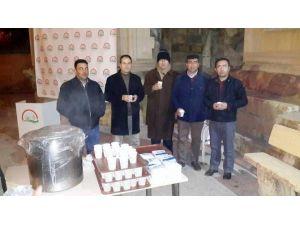 Niğde'de Namaz Çıkışı Bin Litre Süt Dağıtıldı