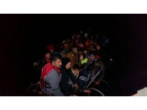 58 göçmenin umuda yolculuğu sahil güvenliğin gelmesiyle son buldu