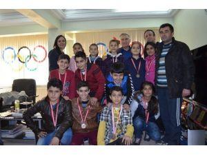 Oryantiring Sporcuları Müdür Bağcı'yı Ziyaret Etti