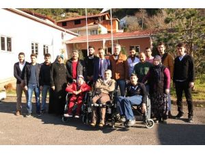 Dergi Satıp Engellilere Sandalye Aldılar