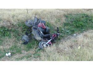 Otomobil, Elektrikli Bisiklete Çarptı: 4 Yaralı