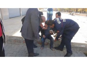 Kolu kırılan çocuğa ambulans gelmeyince itfaiye ekipleri hastaneye yetiştirdi