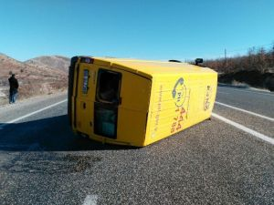 Kargo Minibüsü Takla Attı: 1 Yaralı