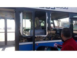 Havalimanındaki patlama otobüsü bu hale getirdi