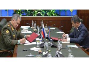 Azerbaycan ve Rusya 2016 yıl için askeri alanda işbirliği planı imzaladı
