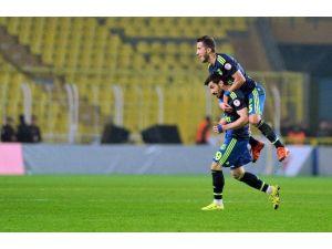 Şener Özbayraklı, Fenerbahçe Formasıyla İlk Golünü Attı