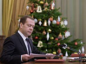 Medvedev, Türk işçi çalıştırabilecek şirketlerin listesini onayladı