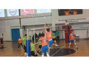 Düzce Belediyespor Voleybol Takımı İlk 4 İçinde