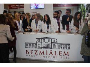 """Bezmiâlem Vakıf Üniversitesi Educaturk'te, Öğrencilere """"Türkiye'nin İlk Sağlık Üniversitesi'ni"""" Anlattı"""