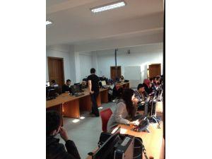 Çaycuma MYO'da Öğrenciden Öğrenciye Çağrı Merkezi Hizmeti