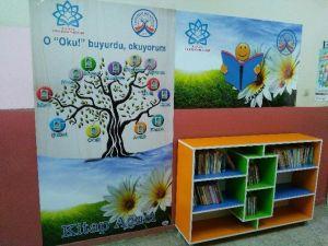 Tuzlukçu'da Okullara Koridor Kitaplıkları Yaptııldı