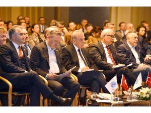 'İzmir Türkiye'nin ikinci büyük iş merkezi olmayı hakediyor'