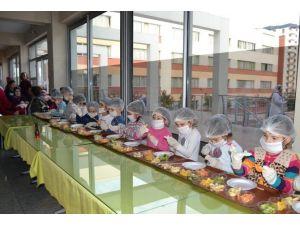Şehzade Mehmet Anaokulu'ndan Meyve Kebabı Şenliği