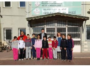 Burhaniye'de Küçük Sporcular Halk Eğitimi Ziyaret Etti
