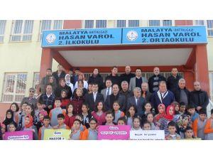 Malatya Sivil Toplum Örgütleri Birliği'nden öğrencilere kırtasiye yardımı