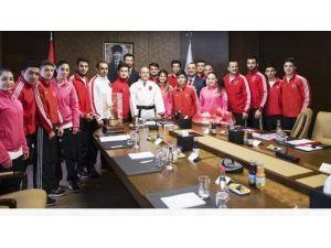Düzceli Şampiyon Karateciler Bakan Huzurunda