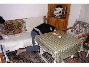 Emekli Komiser Evinde Ölü Bulundu