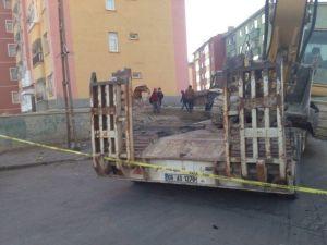 Başkent'te Freni Boşalan Tır Binaya Çarptı