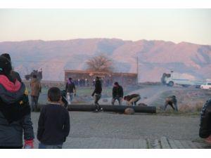 Cizre'ye İzinsiz Yürüyüşe Polisten Müdahale