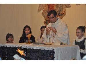 Ankara Azize Tereza Katolik Kilisesi'nde Noel ayini yapıldı