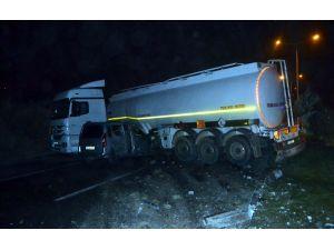 Akaryakıt tankeri kaza yaptı