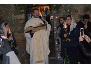 Meryem Ana Evi'nde Düzenlenen Noel Gecesinde Barış İçin Dua Edildi