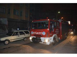 3 Katlı Binanın Baca Boşluğunda Çıkan Yangın İtfaiye Ekiplerinin Müdahalesi İle Söndürüldü