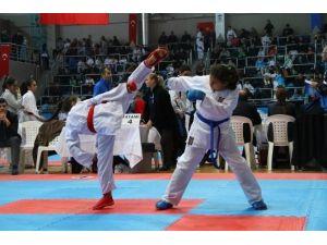 Büyükşehir Karate Ligi Üçüncü Etap İle Devam Edecek