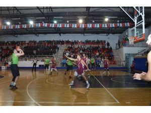 Basketbolseverler 18 Temmuz Spor Salonuna