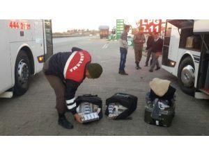 Yolcunun Valizinde Kaçak Sigara Ele Geçirildi