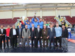 Bursalı gençler, güreşte Türkiye şampiyonu