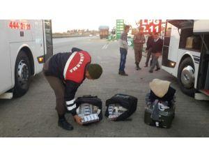 Suriyelinin valizinden 660 paket kaçak sigara çıktı