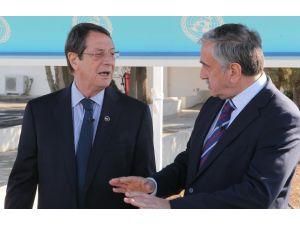 Kıbrıslı liderlerin yeni yıl mesajı çekimleri renkli görüntülere sahne oldu