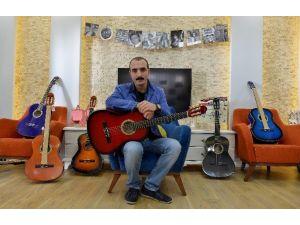 Batmanlı Öğrencilere Antalya'dan Gitar Gönderildi