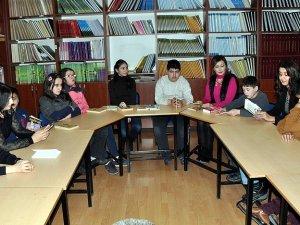 Görme engelli öğrenciler için kitap okudular