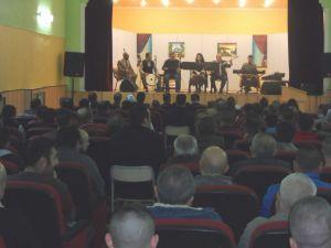 Yozgat E Tipi Kapalı Cezaevi'nde yatan mahkumlar konserle moral buldu