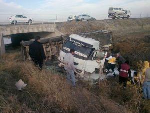 Süt Tankeri Köprüden Aşağı Uçtu: 1 Yaralı