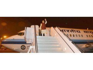 Pakistan'a 10 yıl sonra yapılan ilk ziyaret sonrası Hintli lider ülkesine döndü
