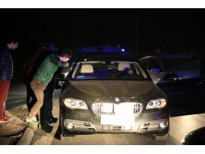Lüks otomobilde ensesinden vurulmuş halde bulundu