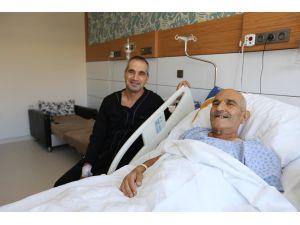Oğlunun karaciğeriyle hayata tutundu
