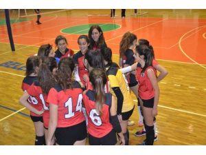 Kuşadası Belediyespor Bayan Voleybol Takımı İlk Galibiyetini Aldı