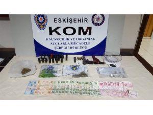 KOM Ekiplerinden Uyuşturucu Ve Silah Operasyonu