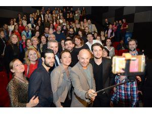 Nadide Hayat'ın galasında selfie
