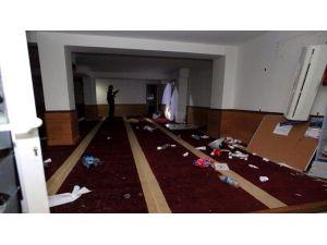 Fransa'da ırkçılar camiye saldırıp Kur'an yaktı