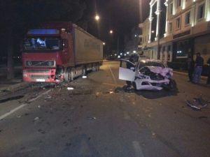 Otomobil İle Tır Çarpıştı: 1 Yaralı
